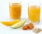 Không dùng thìa kim loại khuấy nước trái cây tươi